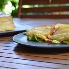 Gâteau invisible pommes de terre, oignon et Cantal