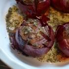 Oignons rouges rôtis au beurre et au thym