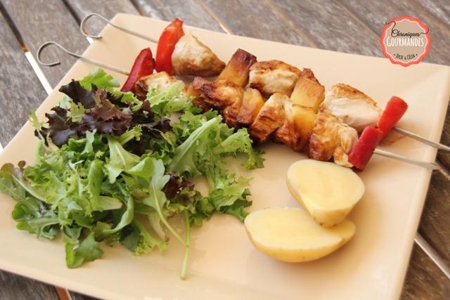 Brochettes de poulet et ananas mariné dans le citron et le miel