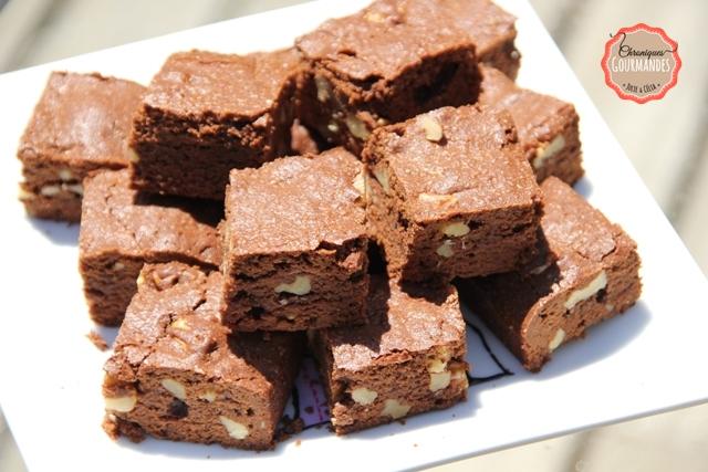 chroniques gourmandes brownie au chocolat et aux noix chroniques gourmandes. Black Bedroom Furniture Sets. Home Design Ideas