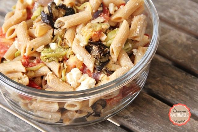 Salade de pâtes complètes, aubergine, courgettes, tomates, poivrons et oignons grillés !